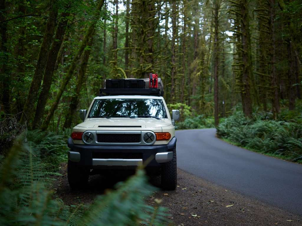 overlanding_off-roading_camping_truck